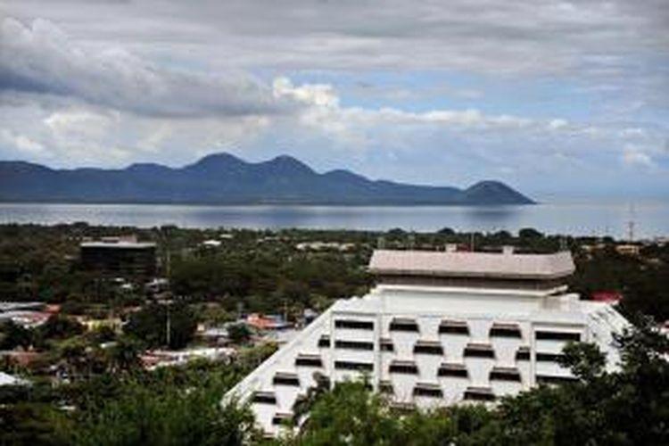 Pemandangan kota Managua, ibukota Nikaragua, dengan Danau Managua sebagai latar belakang.