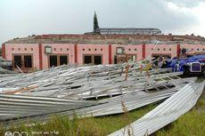 Diterpa Puting Beliung, Gedung Taman Reptil di Sanggaluri Park Porak-poranda