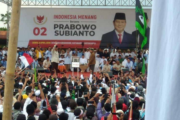 Calon Presiden no urut 02 Prabowo Subianto Kampanye di Stadion Kridosono, Yogyakarta Senin (8/4/2019)