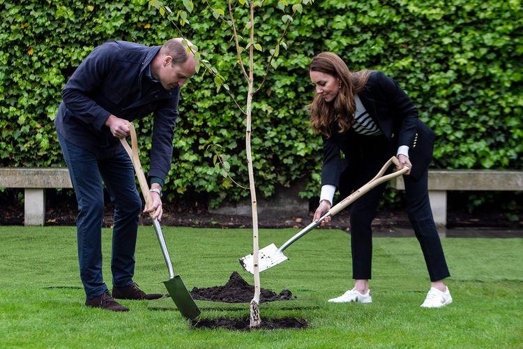 Pangeran William dan Kate Middleton dalam tur kerajaan ke Skotlandia.