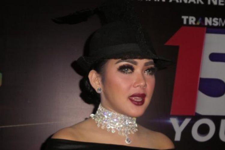Syahrini usai tampil dalam acara HUT TransTV di Gedung Trans, Jalan Kapten Tendean, Mampang, Jakarta Selatan, Kamis (15/12/2016) malam.