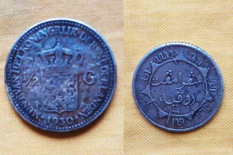 Orang Torosiaje menggunakan koin selama masa pemerintahan kolonial Belanda sebagai jimat.  Cuj ini selalu hadir di setiap perayaan adat.