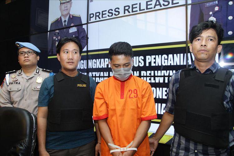 Obbi (24) pelaku penganiayaan siswa SMA semi militer plus taruna indonesia yang menewaskan DBJ (14).