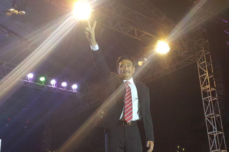Gubernur DKI Jakarta Djarot Saiful Hidayat beberapa kali mengangkat kedua jarinya saat menghadiri acara Kaleidoskop dan Terima Kasih Gubernur 2012-2017 yang digelar di Lapangan Banteng, Jakarta Pusat, Sabtu (14/10/2017) malam.