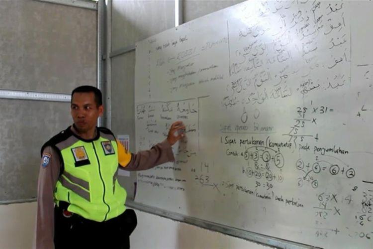 Bripka Ahmad Sauhi Dirikan Sekolah dari Tabungan Pribadinya Untuk Menampung Anak Putus Sekolah
