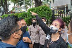 Polisi Bubarkan Demo Pendukung Interpelasi Formula E di Depan Gedung DPRD DKI
