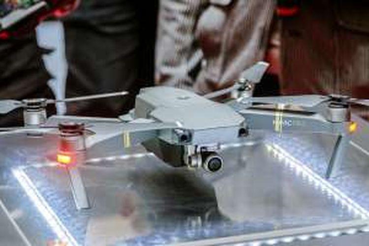Unit drone DJI Mavic Pro yang dipamerkan dalam acara peluncurannya di Jakarta, Selasa (22/11/2016).