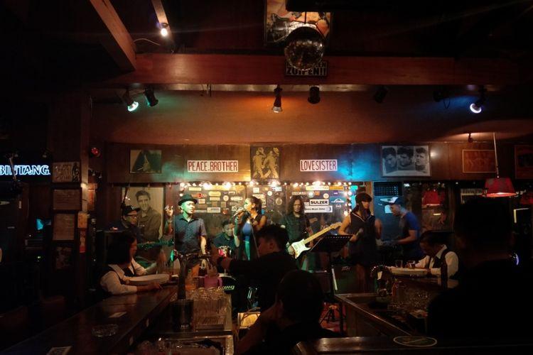 Live music di Jaya Pub, Thamrin, Jakarta Pusat.