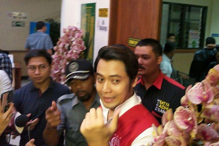 Artis peran Kriss Hatta menjalani sidang kasus dugaan pemalsuan dokumen pernikahan di Pengadilan Negeri Bekasi, Jawa Barat, Rabu (22/5/2019).