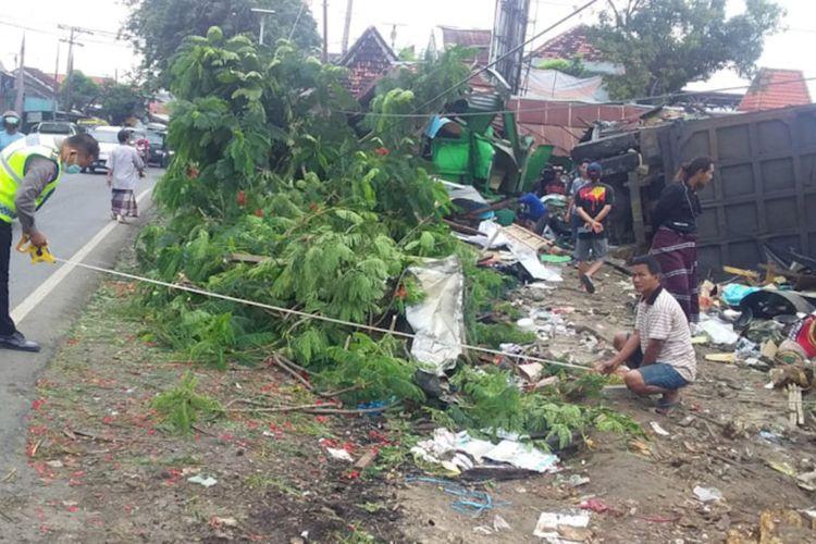 Pihak kepolisian saat melakukan olah tempat kejadian perkara, Rabu (10/3/2021).