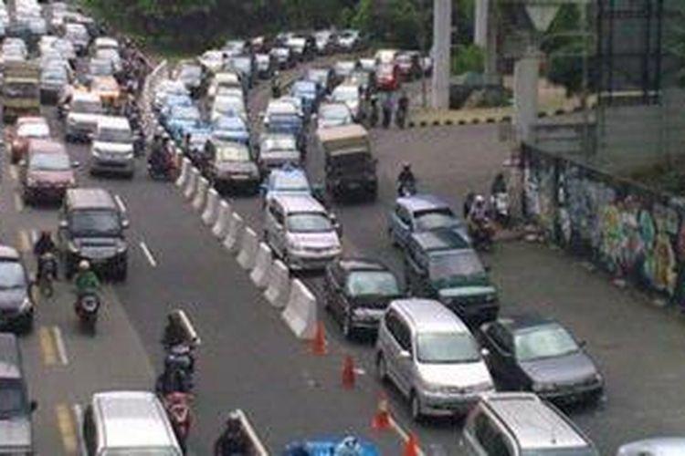 Akses Plaza Semanggi di Jalan Gatot Subroto, Jakarta.