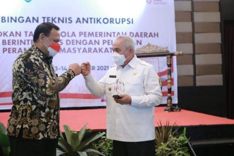 Gubernur Kalimantan Timur (Kaltim), Isran Noor dan Ketua KPK Firly Bahuri saat menghadiri acara Bimbingan Teknis (Bimtek) Antikorupsi di Ballroom Swissbell Hotel, Balikpapan, Rabu (13/10/2021).
