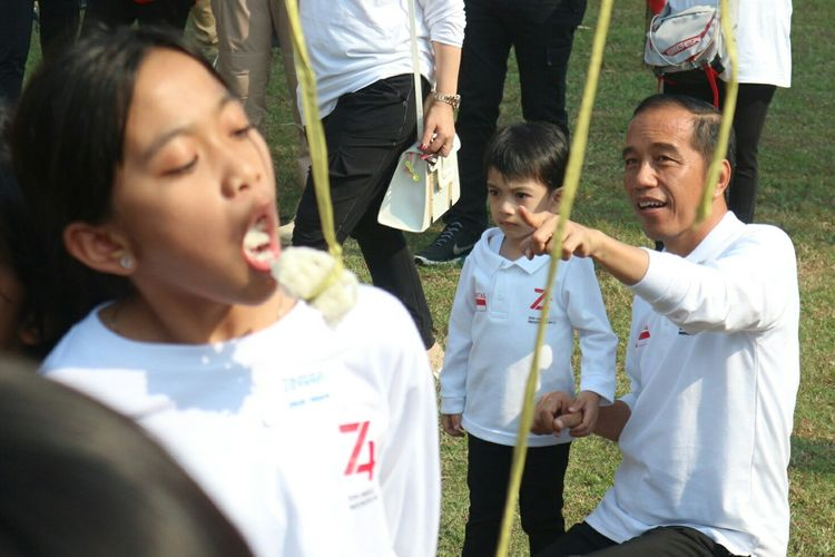 Presiden Joko Widodo bersama Jan Ethes di family gathering Kabinet Kerja
