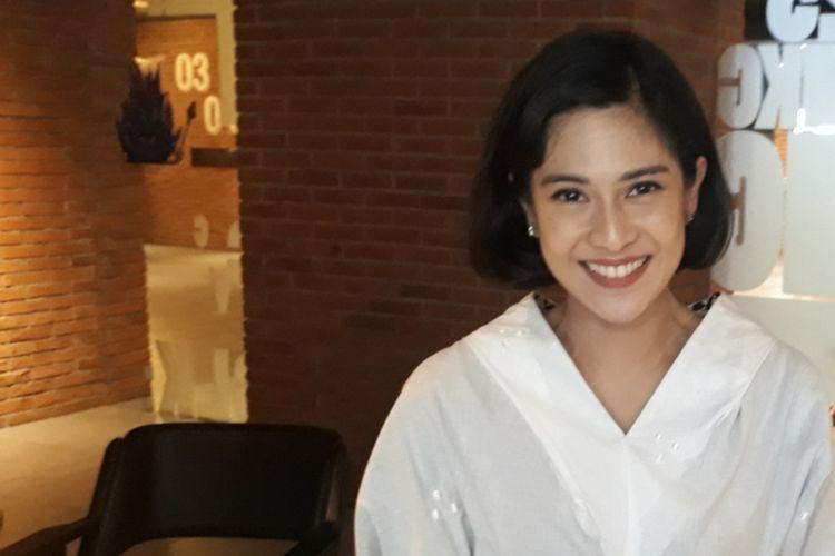 Dian Sastro diabadikan saat ditemui di CGV Blitz Grand Indonesia, Jakarta Pusat, Selasa (11/4/2017).