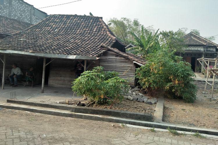 Rumah Simah dan Siti di Dusun Karangploso, Desa Klampok, Kecamatan Benjeng, Gresik.