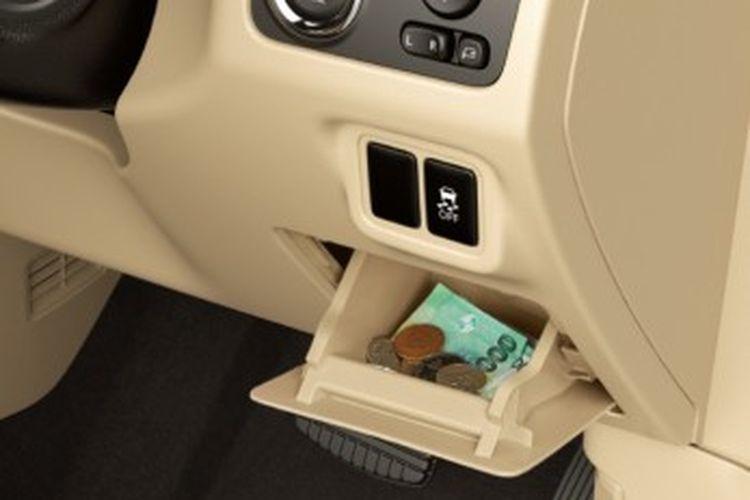 Tampilan coin box atau laci tertutup pada dasbor di Mitsubishi Xpander