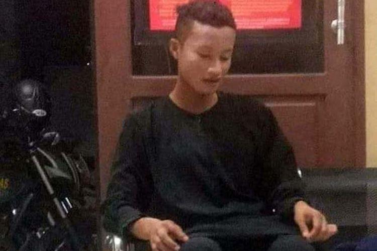 AM (19) seorang pria yang menyamar dengan berhijab panjang diamankan aparat kepolisian Polsek Ternate Selatan, Kota Ternate, Maluku Utara, Selasa (15/10/2019)