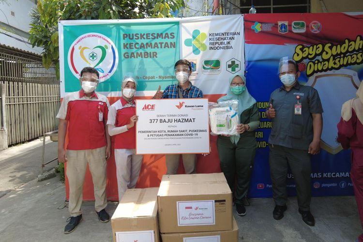 ACE melalui Kawan Lama Foundation mendonasikan sebanyak lebih dari 30.000 APD yang dibagi dalam tiga tahap di 26 Provinsi.