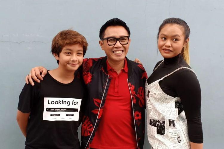 Eko Patrio (tengah) bersama anaknya Nayla (kanan) dan Faro (kiri) saat ditemui di kawasan Mampang, Jakarta Selatan, Jumat (10/1/2020).