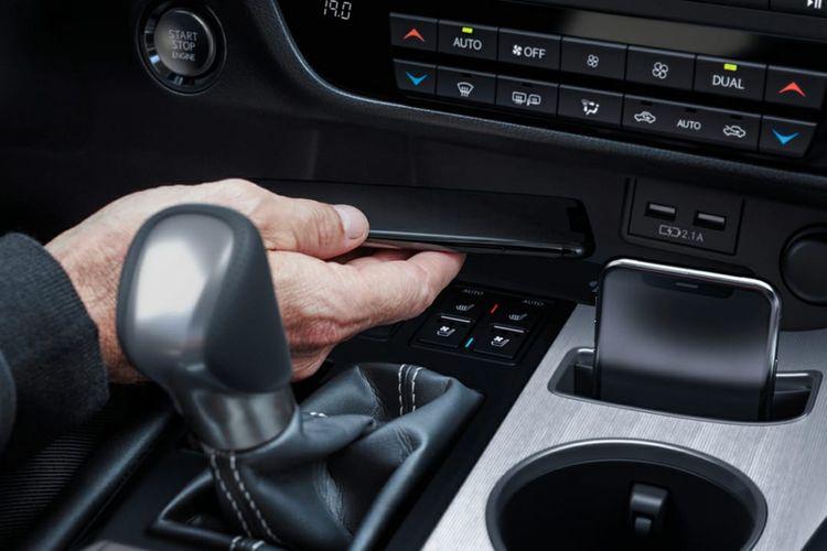 Tak hanya dari sisi eksterior, ubahan baru terdapat pada interior The New Lexus RX 300