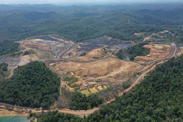 Foto aerial bekas tambang batu bara di Kecamatan Samboja, Kutai Kartanegara, Kalimantan Timur, Rabu (28/8/2019). Kementerian LHK akan memperbaiki lubang-lubang bekas tambang di kawasan calon ibu kota negara baru.