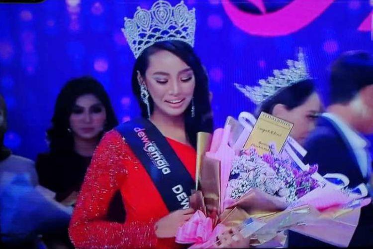 Haneesya Hanee, pemenang ratu kecantikan Dewi Remaja, harus kehilangan gelarnya. (Facebook/Haneesya Hanee)
