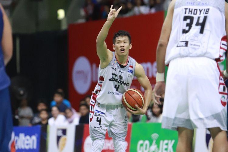 Pemain Stapac Jakarta, Abraham Damar, saat tampil pada laga seri kedelapan IBL Pertamax 2018-2019 melawan Pelita Jaya Basketball, di GOR UNY, Yogyakarta, Jumat (15/2/2019).