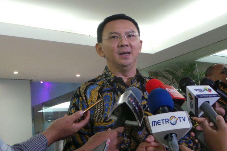 Calon gubernur nomor pemilihan dua DKI Jakarta Basuki Tjahaja Purnama atau Ahok saat wawancara dengan awak media di Jalan Proklamasi, Jakarta Pusat, Senin (20/3/2017).