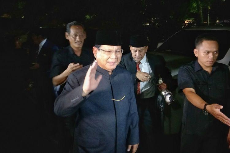 Calon presiden Prabowo Subianto menghadiri acara haul ke 11 Presiden ke-2 RI Soeharto di kediaman keluarga Soeharto, Jalan Cendana No. 8, Jakarta Pusat, Kamis (27/9/2018) malam.