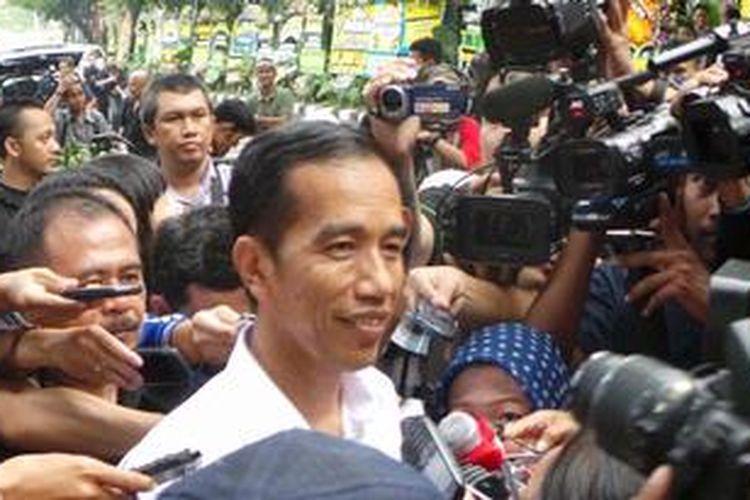 Gubernur DKI Jakarta Joko Widodo di rumah duka almarhum Taufiq Kiemas, di Jalan Teuku Umar 27, Minggu (9/6/2013).
