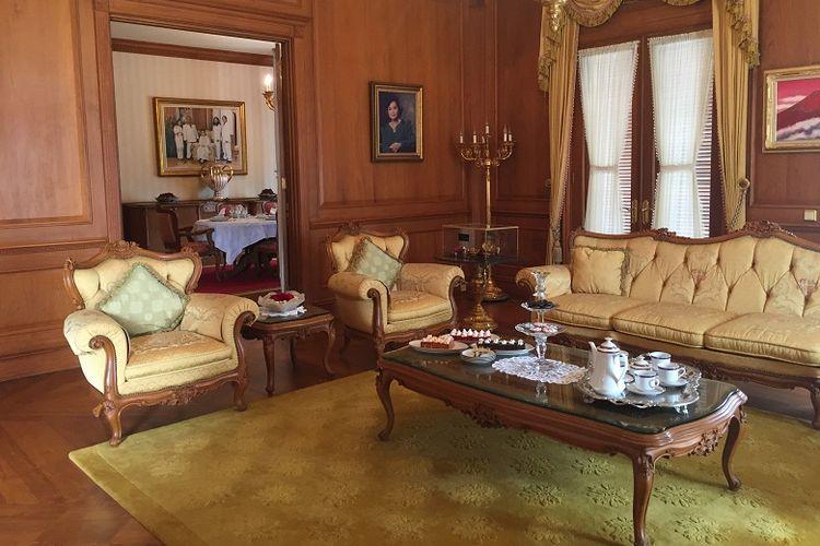 Bagian ruang tamu depan villa Puri Joya dengan tatanan nuansa Eropa klasik.