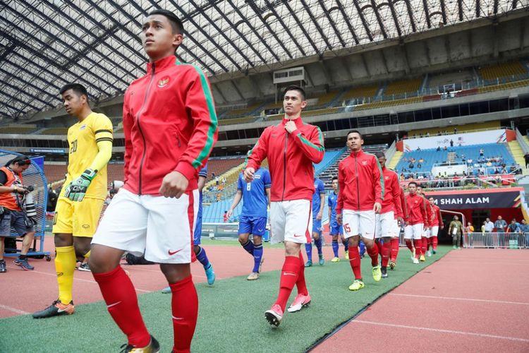 Para pemain timnas U-22 Indonesia memasuki Stadion Shah Alam, Selangor, untuk melawan Thailand pada partai Grup B SEA Games 2017, 15 Agustus 2017.
