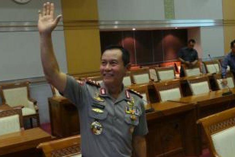 Calon tunggal Kapolri Komisaris Jenderal Sutarman sebelum mengikuti uji kepatutan dan kelayakan di Komisi III DPR, Kamis (17/19/2013).