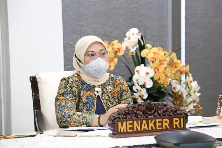 Menaker Ida Fauziyah saat memimpin Rapat Koordinasi (Rakor) PPKM Darurat dengan Kadis Ketenagakerjaan provinsi dan kabupaten atau kota seluruh wilayah Jawa - Bali, serta Kadin dan Apindo secara virtual, Jumat (8/7/2021).