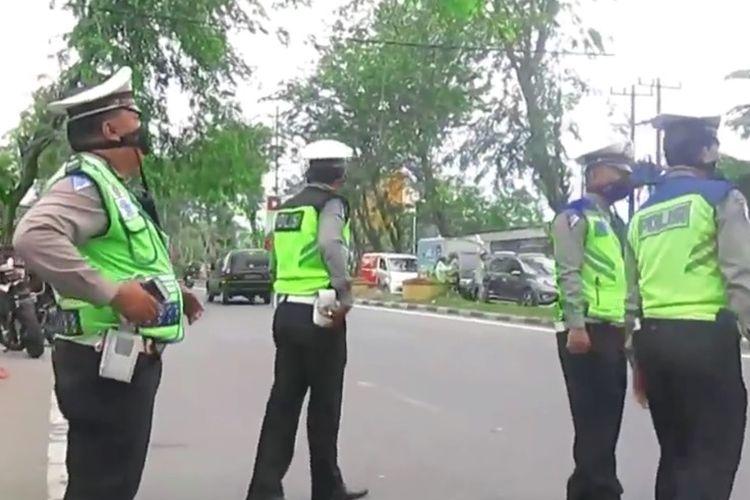 Tangkapan layar video bernarasikan razia abal-abal kendaraan bermotor di Medan.