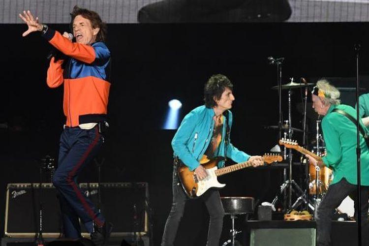 Band legendaris The Rolling Stones tampil pada festival musik Desert Trip di Indio, California, Jumat (7/10/2016).