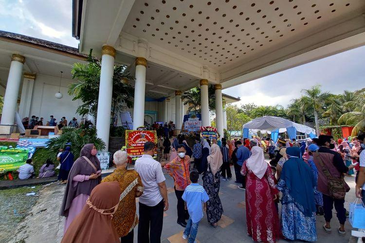 Suasana saat tamu undangan non-VIP mulai berdatangan pada sesi ketiga dimulai pukul 14.00 - 16.00 Wita di ballroom salah satu hotel berbintang di Samarinda, Kaltim, Rabu (26/5/2021).
