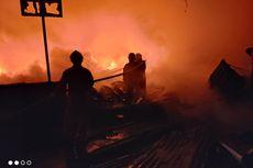 Diduga Korsleting Listrik, Dua Lapak Barang Bekas dan 9 Pintu Kontrakan di Kalideres Terbakar