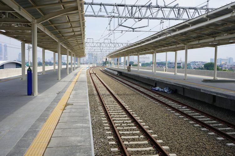 Suasana jalur layang Stasiun Manggarai.