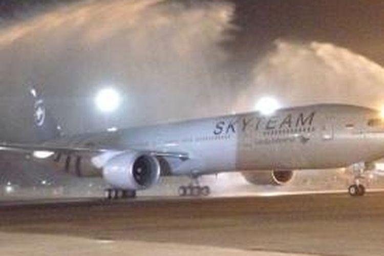 Boeing 777-300 ER milik Garuda Indonesia yang baru datang Kamis (29/10/2015)
