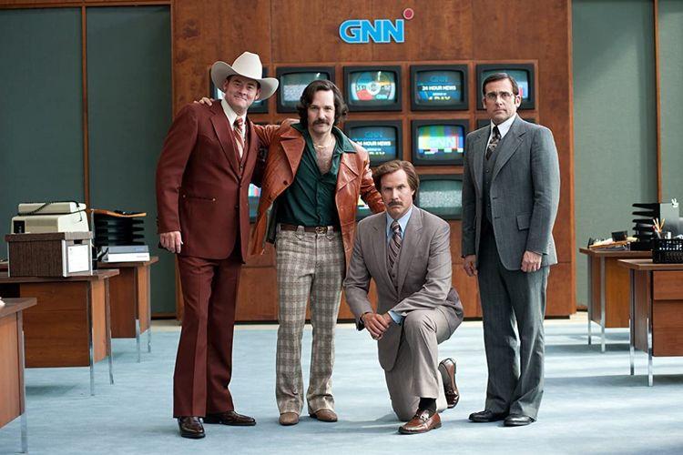 Will Ferrell, Steve Carell, David Koechner, dan Paul Rudd dalam film komedi Anchorman 2: The Legend Continues (2013).