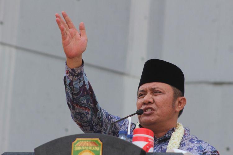 Gubernur Sumsel Herman Deru saat memberikan pidato perdananya di Monpera Palembang, usai dilantik oleh Presiden Joko Widodo, Selasa ( 2/10/2018). Deru mengatakan, akan mengirimkan bantuan ke Palu dan Donggala berupa beras bagi korban bencana alam tsunami dan gempa.