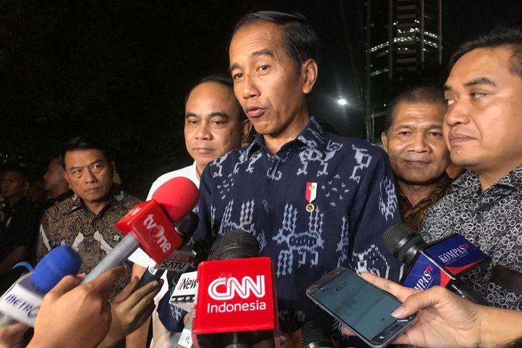 Capres petahana Joko Widodo usai bertemu pimpinan relawan di Restoran Seribu Rasa, Menteng, Jakarta Pusat, Senin (22/4/2019).