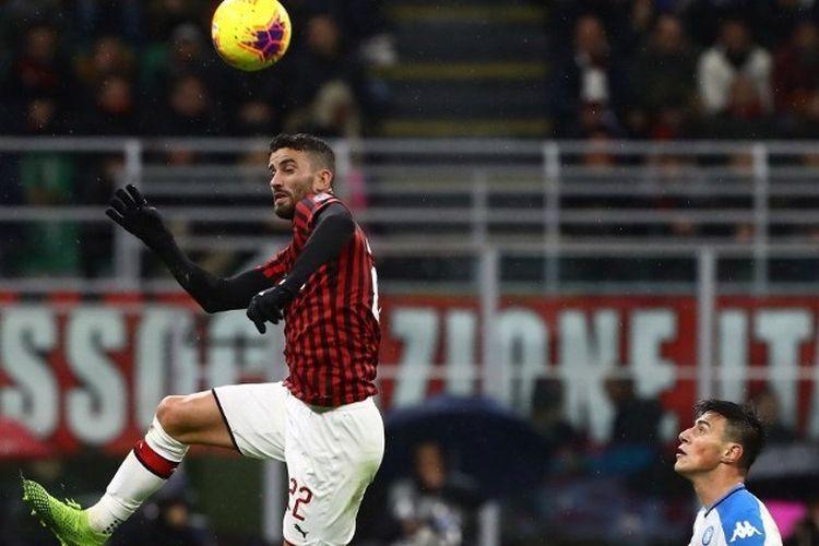 Pemain AC Milan, Mateo Musacchio, beraksi dalam laga AC Milan vs Napoli yang berakhir imbang 1-1 pada pekan ke-13 Liga Italia di Stadion Giuseppe Meazza, 23 November 2019.