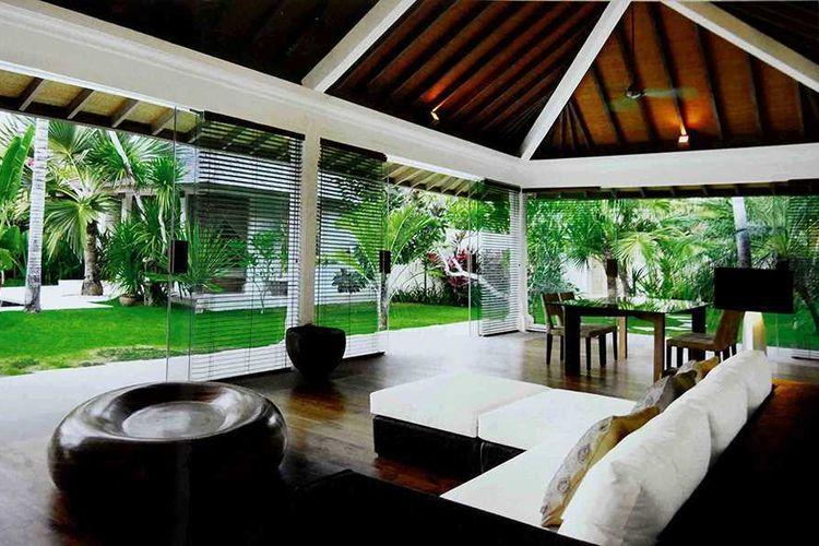 Ruang makan bersebelahan dengan ruang keluarga Batu Jimbaran Residence karya Imago Design Studio