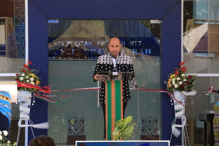 Gubernur NTT Viktor Bungtilu Laiskodat saat meresmikan kantor inspektorat