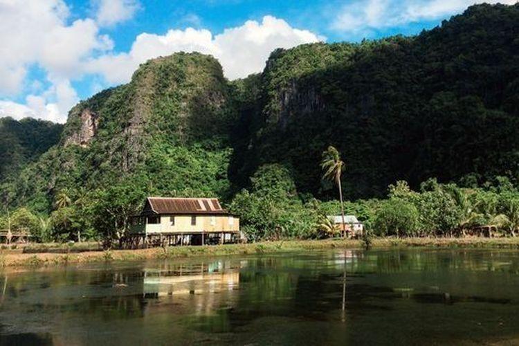 Banyak orang Bugis tinggal di pegunungan terjal yang menghijau di Sulawesi Selatan.
