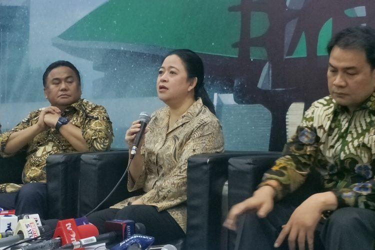 Ketua DPR Puan Maharani saat memberikan keterangan kepada wartawan di media center, Kompleks Parlemen, Senayan, Jakarta, Selasa (8/10/2019).