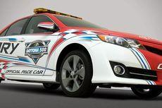 Dilema Toyota pada Tampilan Camry dan Prius