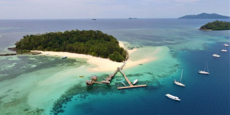 Pulau Saronde menjadi lokasi pelaksanaan Festival Pesona Saronde di Kabupaten Gorontalo Utara. Sejumlah peserta rally yacht internasional meramaikan kegiatan ini